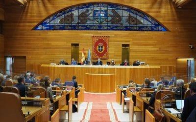 Representantes de los Grupos Parlamentarios Gallegos y estudiantes del Master en Energías Renovables, Cambio Climático y Desarrollo Sostenible (MERYCSE) debaten sobre transición justa en Galicia